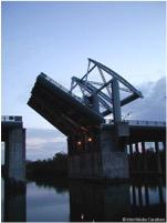 Pont de l'Alliance et ouverture pour les bateaux