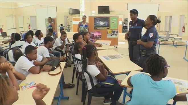 La police incite les jeunes à corriger leur comportement sur la route