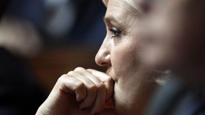 Marine Le Pen interpelle Nicolas Hulot sur les sargasses